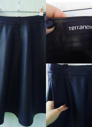 Трендовая юбка под кожу terranova одета 1 раз