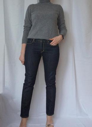 Uniqlo темно синие джинсы зауженные