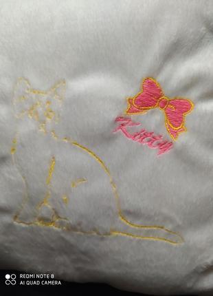 Подушка kitty флис 33х33 см, вышивка, антиалергенный холофайбер.
