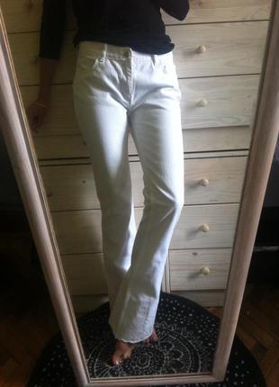 Красивенные белоснежные джинсы с вышивкой ришелье высокие от karen millen 10-12