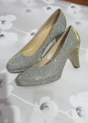 Нарядные вечерние блестящие туфли серебристо-золотистые