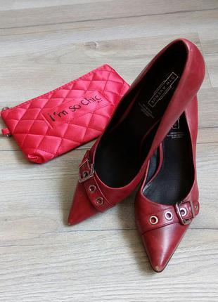 Знижки на все літнє+подарунки! ідеальні шкіряні туфлі лодочки кольору марсала