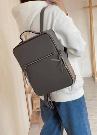 Місткий каркасний рюкзак