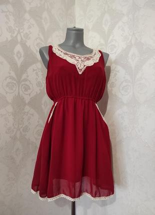 Лёгкое платье с кружевом
