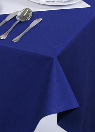 Красивая нарядная синяя скатерть на стол