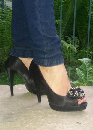 Елегантні туфлі 38 розмір. туфли