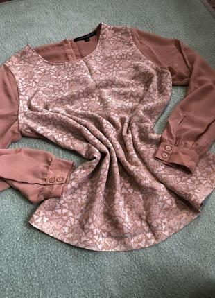 Блуза красивого нюдового оттенка