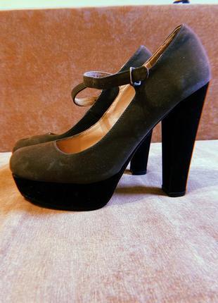 Туфли на каблуке с застёжкой