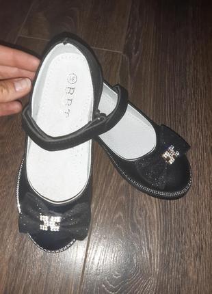 Красивые черные туфли в школу 33.34.35.36 размер маломерят