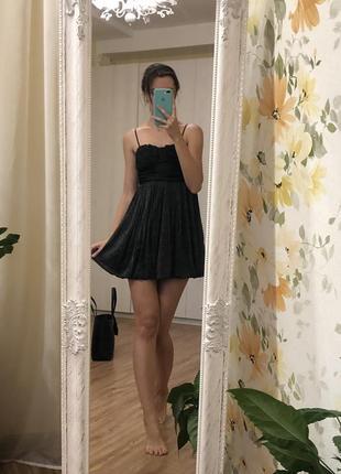 Коктейльное платье gloria jeans вечернее черное блестящее