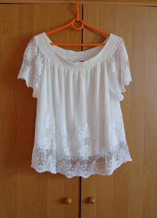 Кружевная блуза на плечи