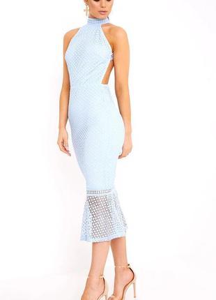 Голубое кружевное платье миди с высоким воротом и открытой спинкой  prettylittlething