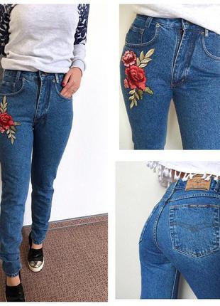 Джинсы с высокой талией mom jeans  с вышивкой