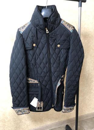 Куртка с поясом, украшена камнями