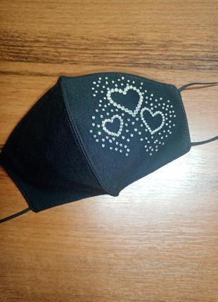 Черная маска для лица сердце