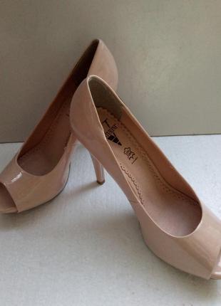Лаковые туфли с открытым носком venturini - италия