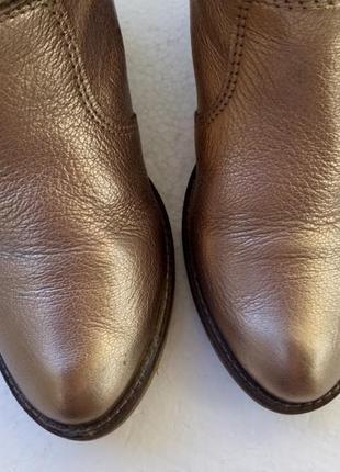 Шикарные золотые сапожки из натуральной кожи, новые - р. 37