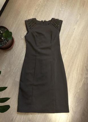 Платье с шикарной спинкой