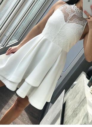 Нарядна сукня зі спинкою з кружева