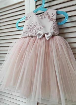 Нарядное платье с кружевом и бантиком