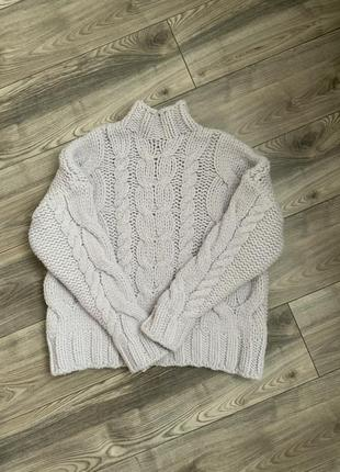 Красивый свитер объемной вязки