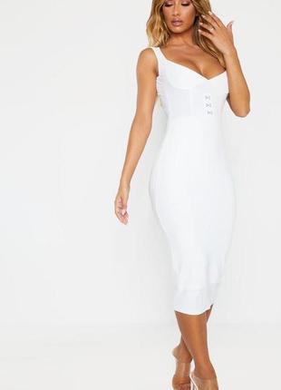 Белоснежное платье футляр чулок миди prettylittlthing