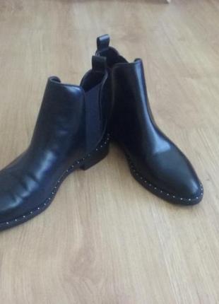 Модные кожаные ботинки zara