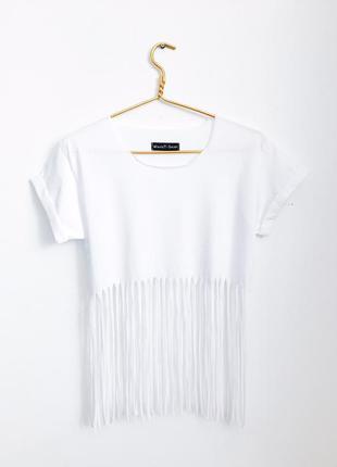 Белая футболка в стиле boho
