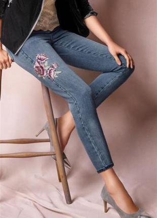 Джинсы некст бойфренд next boyfriend fit mid blue embroidered flower jeans size 10r