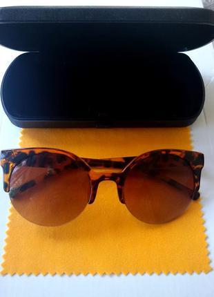 Очки лисички леопардовые + футляр в наличии