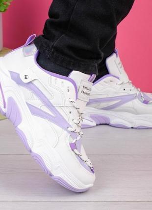 Женские бело-лиловые кроссовки