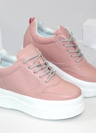 Розовые женские кроссовки сникерсы
