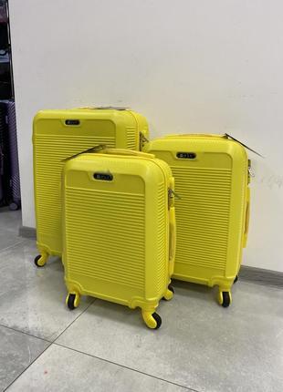 Пластиковий чемодан фірми fly, жовтого кольору для ручної поклажі