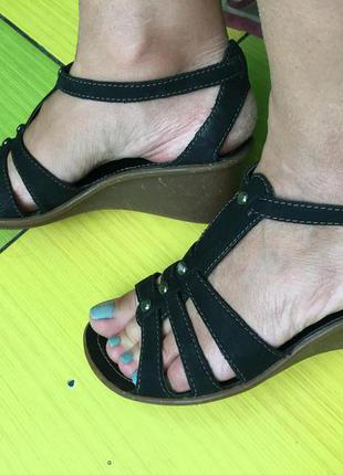 Мегаудобные кожаные босоножки сандалии clarks вьетнам кожа