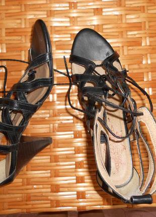 Босоножки на шнуровке next
