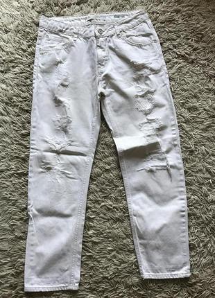 Рваные джинсы bershka