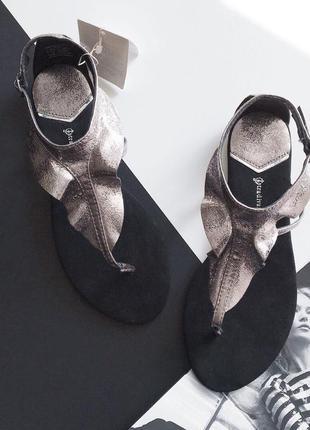 Шикарные сандалики stradivarius (36-40)