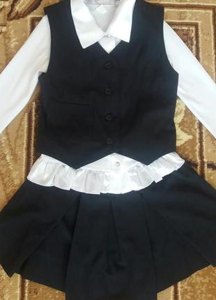 Шкільний костюмчик з блузою.