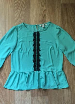 Милая блузка с кружевом