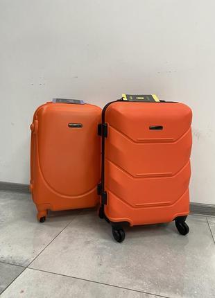 Чемодан маленький, валіза для ручної поклажі.
