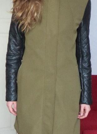 Пальто плащ хаки кожаные рукава zara зеленое