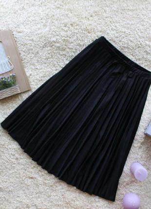Трендовая плиссированная юбка миди на резинке