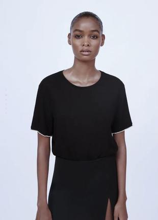 Красивая чорна футболка zara