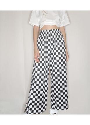 Штаны шахматные унисекс широкие оверсайз с карманами на резинке черные белые1 фото