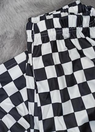 Штаны шахматные унисекс широкие оверсайз с карманами на резинке черные белые2 фото