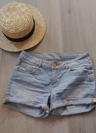Джинсовые шорты шикарного голубого цвета