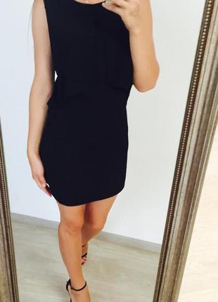 Чёрное платье с воланами