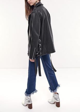 Шикарная куртка косуха со шнуровкой stradivarius