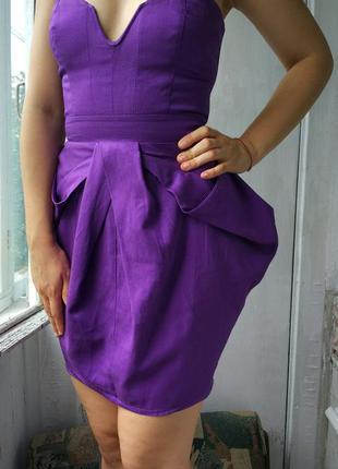 Шикарна фіолетова асиметрична сукня