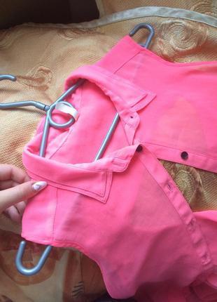 Крутая блузка с открытой спинкой bershka